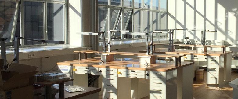 Räume des Dentallabors Zahnwerk in Düsseldorf mit Arbeitsplätzen der Zahntechniker.